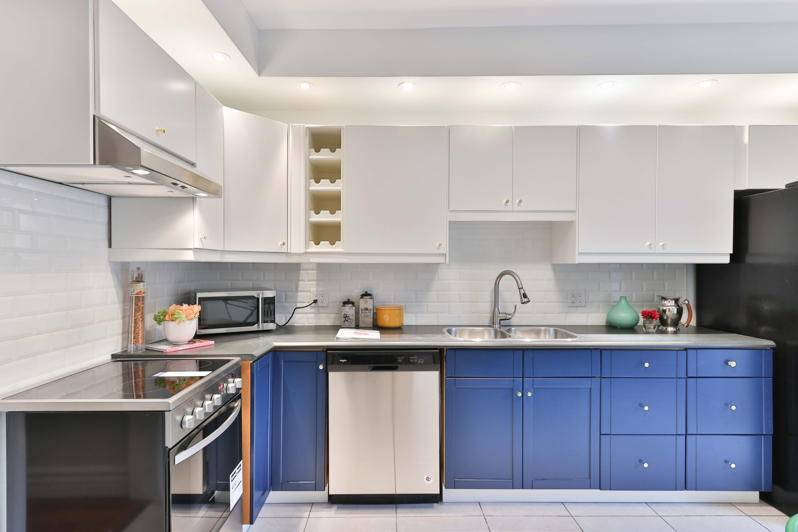 Matte PU polishing gives the ultimate modern looking kitchen cabinets